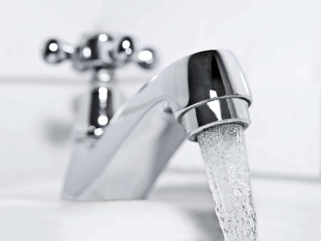 Leitungswasser zum Spülen bei der Wundversorgung nach Steißbeinfistel OOP?